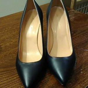 Brooks Brothers Size 8.5 Navy Pumps
